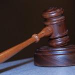 W wielu przypadkach ludzie żądają pomocy prawnika